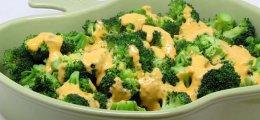Brócoli con salsa de queso